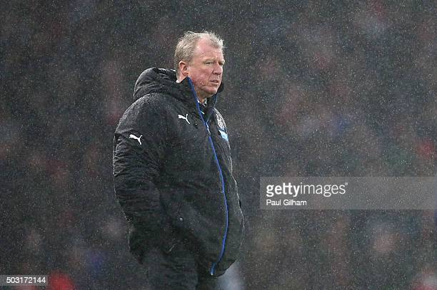 Steve McClaren manager of Newcastle United looks on during the Barclays Premier League match between Arsenal and Newcastle United at Emirates Stadium...