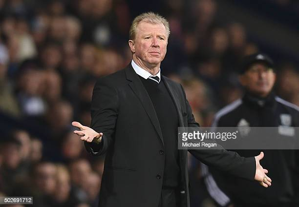 Steve McClaren manager of Newcastle United reacts during the Barclays Premier League match between West Bromwich Albion and Newcastle United at The...
