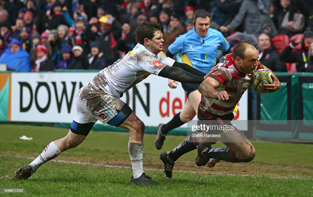 Steve McColl of Gloucester Rugby breaks away from Tim Swiel of Harlequins to score a late try during the Aviva Premiership match between Gloucester Rugby and Harlequins at Kingsholm Stadium on February 13, in Gloucester, England.