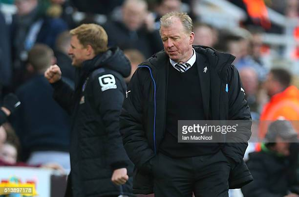 Steve McLaren Newcastle United manager looks on as Bournemouth score their third goal during the Barclays Premier League match between Newcastle...
