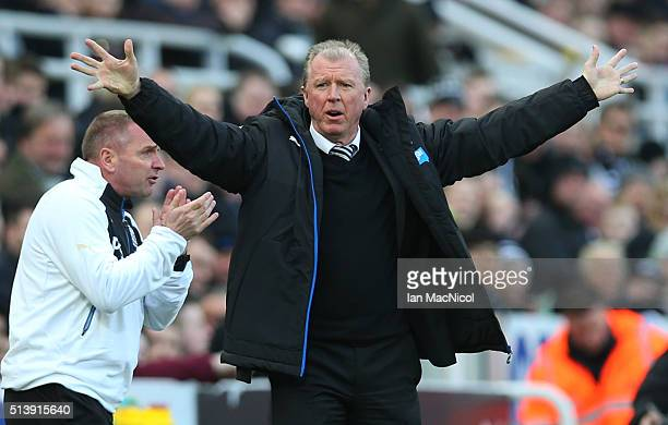 Steve McLaren Newcastle unitedâs manager reacts during the Barclays Premier League match between Newcastle United and AFC Bournemouth at St James...