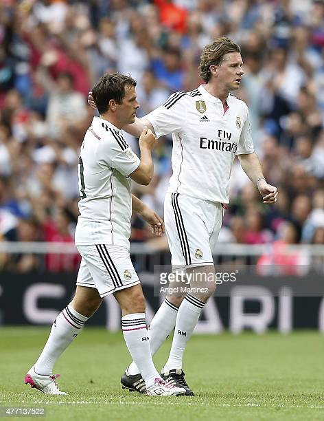 Steve McManaman and Michael Owen of Real Madrid Leyendas shake hands during the Corazon Classic charity match between Real Madrid Leyendas and...