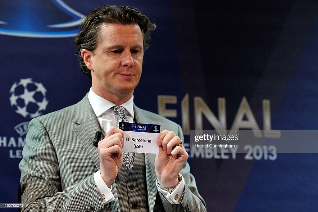 <a gi-track='captionPersonalityLinkClicked' href=/galleries/search?phrase=Steve+McManaman&family=editorial&specificpeople=218100 ng-click='$event.stopPropagation()'>Steve McManaman</a>, UEFA Champions League Final Ambassador, shows the name FC Barcelona during the UEFA Champions League quarter finals draw at the UEFA headquarters on March 15, 2013 in Nyon, Switzerland.