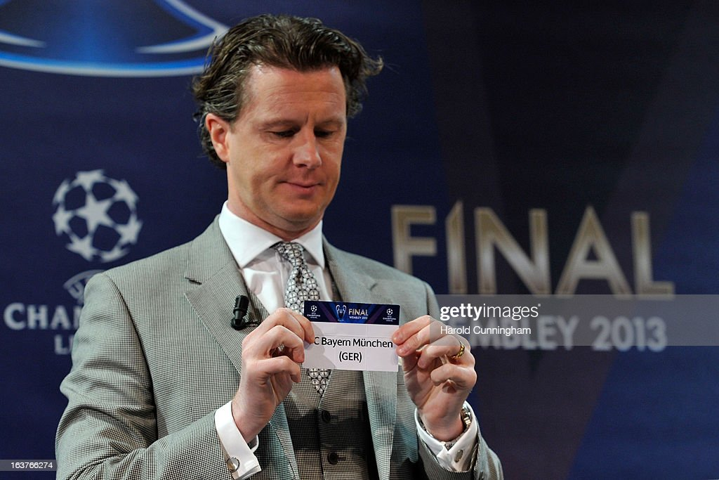 <a gi-track='captionPersonalityLinkClicked' href=/galleries/search?phrase=Steve+McManaman&family=editorial&specificpeople=218100 ng-click='$event.stopPropagation()'>Steve McManaman</a>, UEFA Champions League Final Ambassador, shows the name FC Bayern Munchen during the UEFA Champions League quarter finals draw at the UEFA headquarters on March 15, 2013 in Nyon, Switzerland.