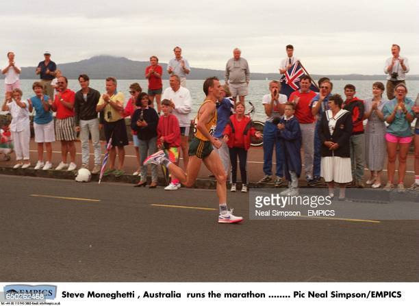Steve Moneghetti Australia runs the marathon