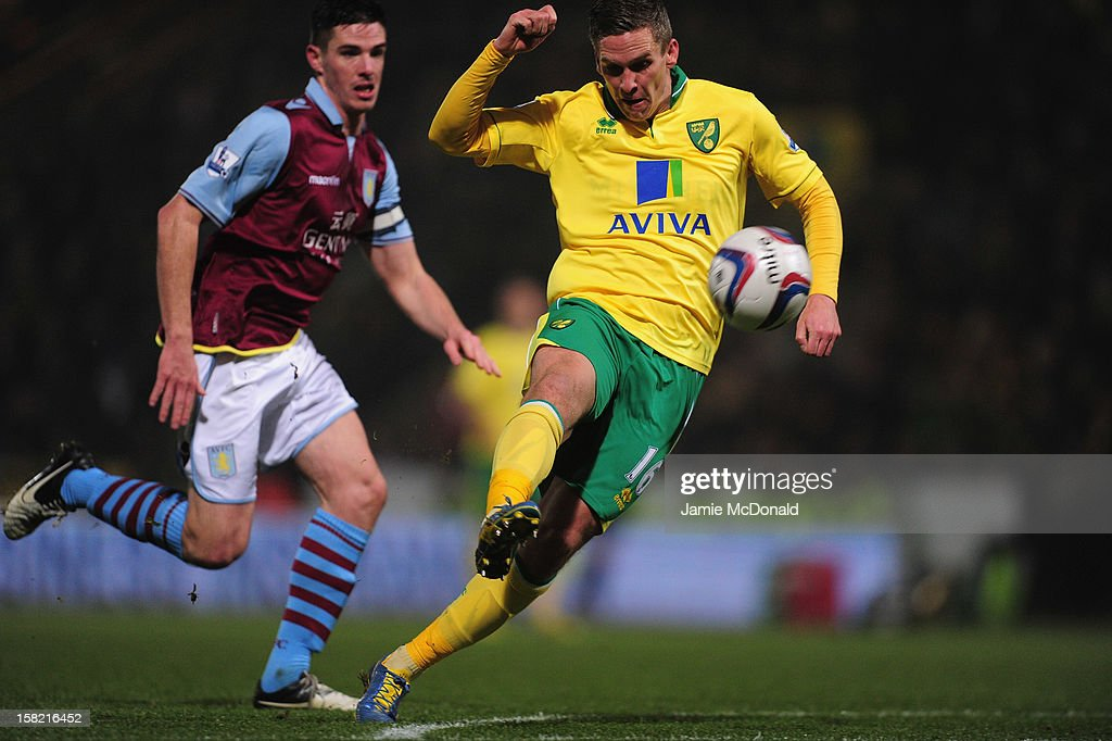 Steve Morison of Norwich City scoes a goal during the Capital One Cup Quarter-Final match between Norwich City and Aston Villa at Carrow Road on December 11, 2012 in Norwich, England.