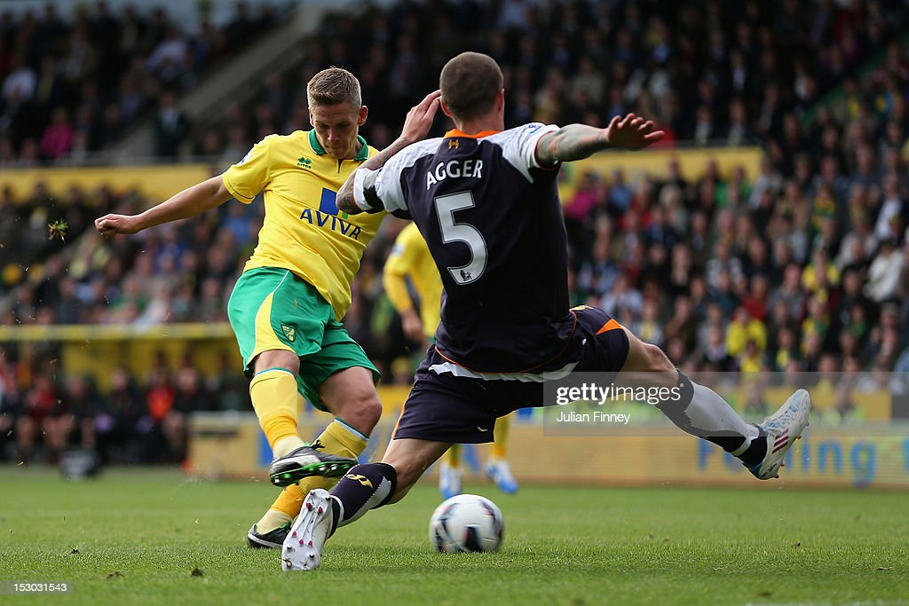 Steve Morison of Norwich City scores his teams first goal during the Barclays Premier League match between Norwich City and Liverpool at Carrow Road on September 29, 2012 in Norwich, England.