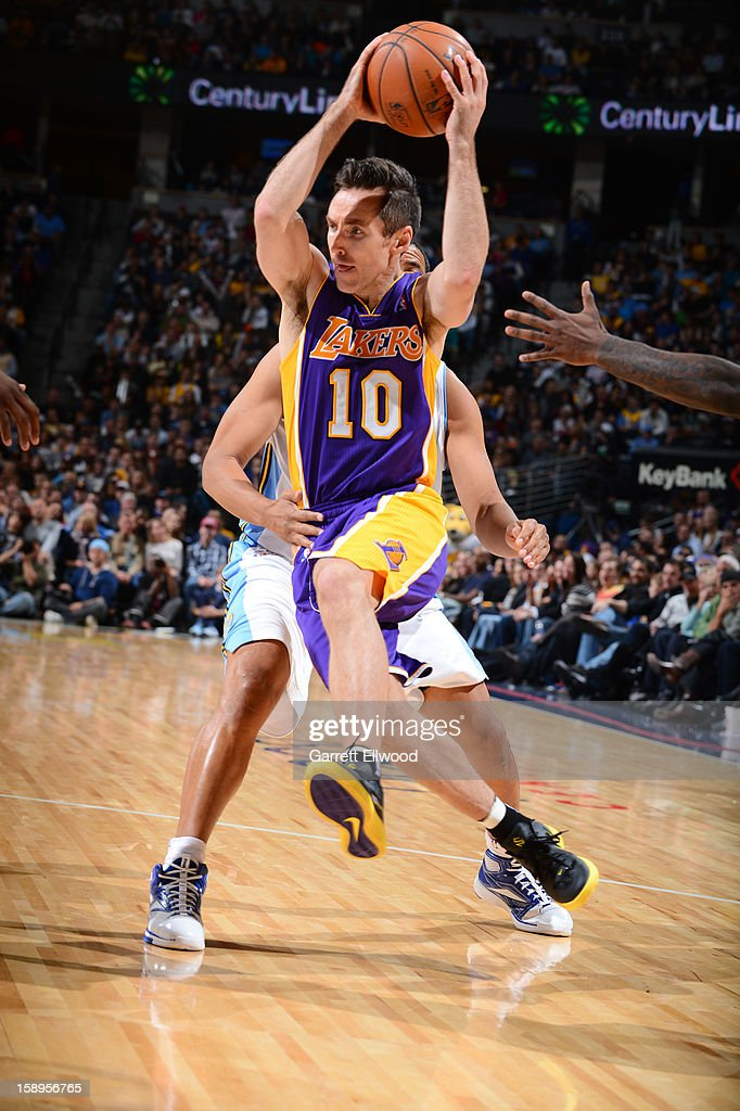 <a gi-track='captionPersonalityLinkClicked' href=/galleries/search?phrase=Steve+Nash+-+Basketspelare&family=editorial&specificpeople=201513 ng-click='$event.stopPropagation()'>Steve Nash</a> #10 of the Los Angeles Lakers drives to the basket against the Denver Nuggets on December 26, 2012 at the Pepsi Center in Denver, Colorado.