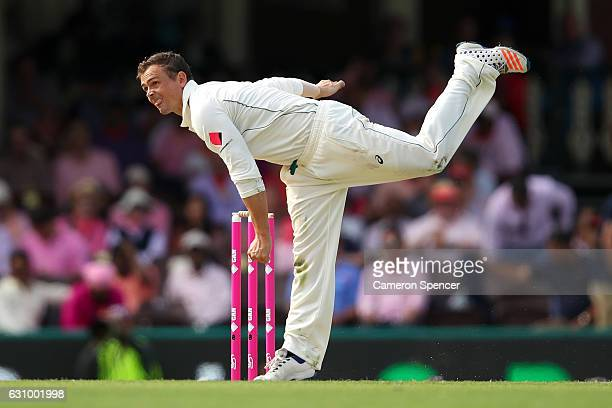 Steve O'Keefe of Australia bowls during day three of the Third Test match between Australia and Pakistan at Sydney Cricket Ground on January 5 2017...