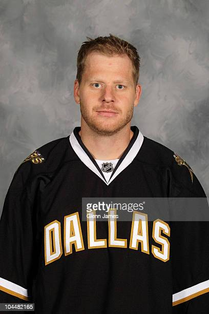Steve Ott of the Dallas Stars poses for his official headshot for the 20102011 NHL season on September 17 2010 in Dallas Texas