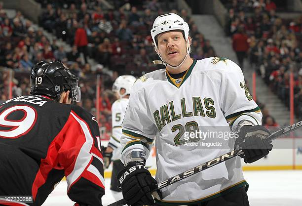 Steve Ott of the Dallas Stars prepares for a faceoff against the Ottawa Senators at Scotiabank Place on November 24 2010 in Ottawa Ontario Canada The...