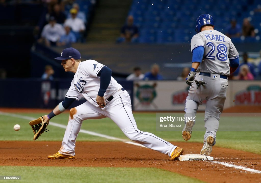 Steve Pearce #28 of the Toronto Blue Jays beats first baseman Logan Morrison #7 of the Tampa Bay Rays to first base off of his fielder's choice during the sixth inning of a game on August 23, 2017 at Tropicana Field in St. Petersburg, Florida.