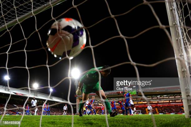 Steve Sidwell of Fulham scores his team's second goal past goalkeeper Julian Speroni of Crystal Palace during the Barclays Premier League match...