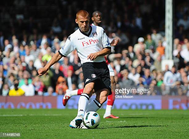 Steve Sidwell of Fulham shoots and scores during the Barclays Premier League match between Fulham and Arsenal at Craven Cottage on May 22 2011 in...