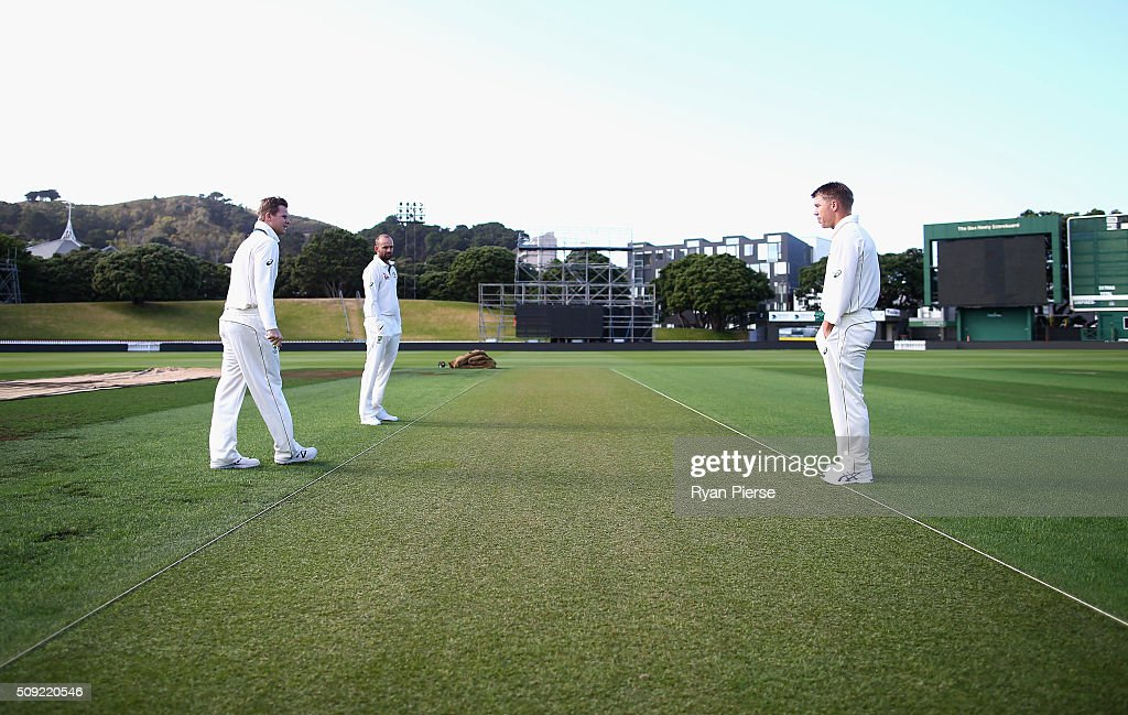 Steve Smith, <a gi-track='captionPersonalityLinkClicked' href=/galleries/search?phrase=Nathan+Lyon+-+Cricketspieler&family=editorial&specificpeople=11072184 ng-click='$event.stopPropagation()'>Nathan Lyon</a> and <a gi-track='captionPersonalityLinkClicked' href=/galleries/search?phrase=David+Warner+-+Cricketspieler&family=editorial&specificpeople=4262255 ng-click='$event.stopPropagation()'>David Warner</a> of Australia inspect the wicket during an Australian nets session at Basin Reserve on February 11, 2016 in Wellington, New Zealand.