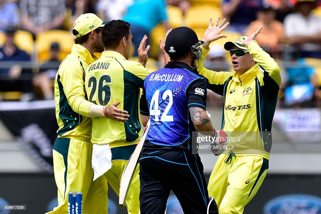 Steve Smith (R) of Australia celebrates with teammates after Brendon McCullum (C) of New Zealand was bowled during the 2nd one-day international cricket match between New Zealand and Australia at Westpac Stadium in Wellington on February 6, 2016. AFP PHOTO / MARTY MELVILLE / AFP / Marty Melville