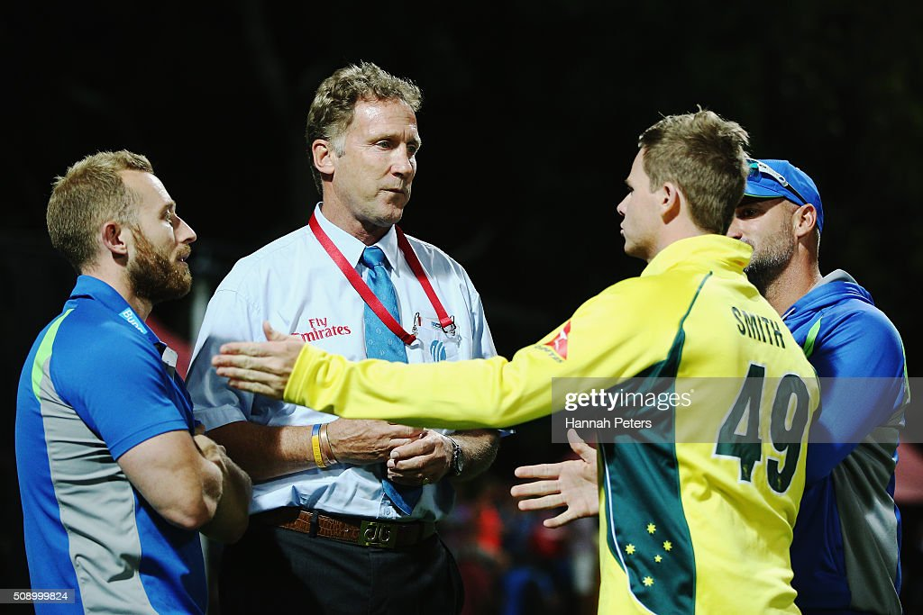 Steve Smith of Australia speaks with match referee <a gi-track='captionPersonalityLinkClicked' href=/galleries/search?phrase=Chris+Broad&family=editorial&specificpeople=2491783 ng-click='$event.stopPropagation()'>Chris Broad</a> after a controversial decision which dismissed Mitchell Marsh of Australia during the 3rd One Day International cricket match between the New Zealand Black Caps and Australia at Seddon Park on February 8, 2016 in Hamilton, New Zealand.