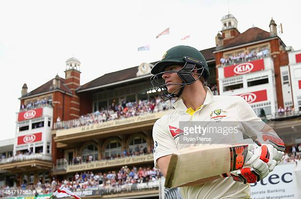 Steve Smith of Australia walks out to bat during day two of the 5th Investec Ashes Test match between England and Australia at The Kia Oval on August...