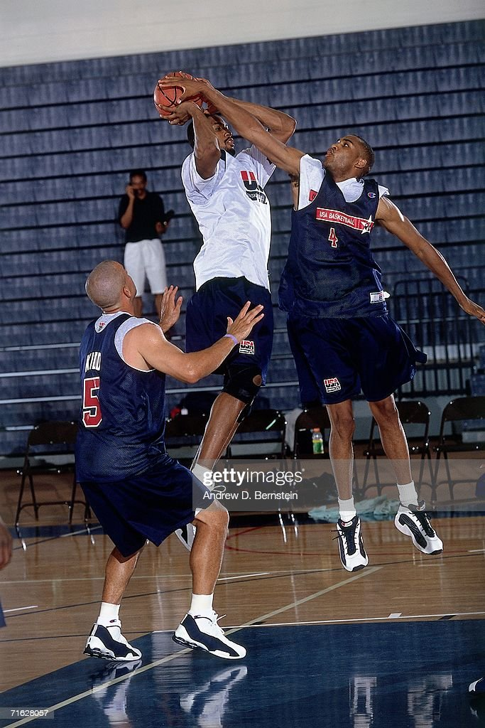 Steve Smith of the United States Select Team elevates to block a shot during practice on August 29 2000 in Maui Hawaii NOTE TO USER User expressly...