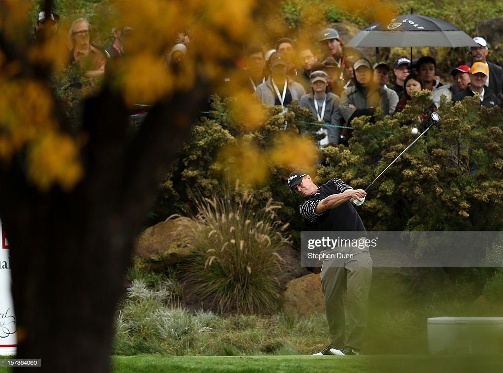 <a gi-track='captionPersonalityLinkClicked' href=/galleries/search?phrase=Steve+Stricker&family=editorial&specificpeople=239196 ng-click='$event.stopPropagation()'>Steve Stricker</a> hits his tee shot on the 16th hole during the final round of the Tiger Woods World Challenge Presented by Northwestern Mutual at Sherwood Country Club on December 2, 2012 in Thousand Oaks, California.