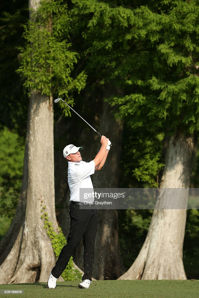 <a gi-track='captionPersonalityLinkClicked' href=/galleries/search?phrase=Steve+Stricker&family=editorial&specificpeople=239196 ng-click='$event.stopPropagation()'>Steve Stricker</a> takes his third shot on the second hole during the second round of the Zurich Classic of New Orleans at TPC Louisiana on April 29, 2016 in Avondale, Louisiana.