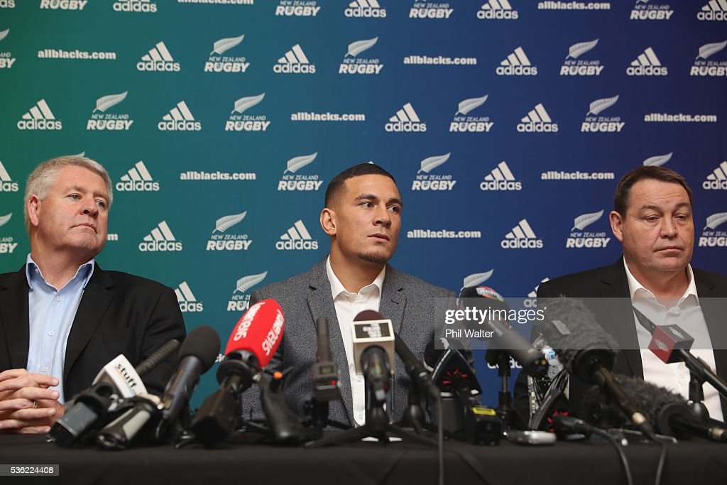 Steve Tew, <a gi-track='captionPersonalityLinkClicked' href=/galleries/search?phrase=Sonny+Bill+Williams&family=editorial&specificpeople=204424 ng-click='$event.stopPropagation()'>Sonny Bill Williams</a> and All Black coach <a gi-track='captionPersonalityLinkClicked' href=/galleries/search?phrase=Steve+Hansen&family=editorial&specificpeople=228915 ng-click='$event.stopPropagation()'>Steve Hansen</a> during a press conference at the Heritage Hotel on June 1, 2016 in Auckland, New Zealand. <a gi-track='captionPersonalityLinkClicked' href=/galleries/search?phrase=Sonny+Bill+Williams&family=editorial&specificpeople=204424 ng-click='$event.stopPropagation()'>Sonny Bill Williams</a> announced today he has signed a three year contract with New Zealand Rugby.