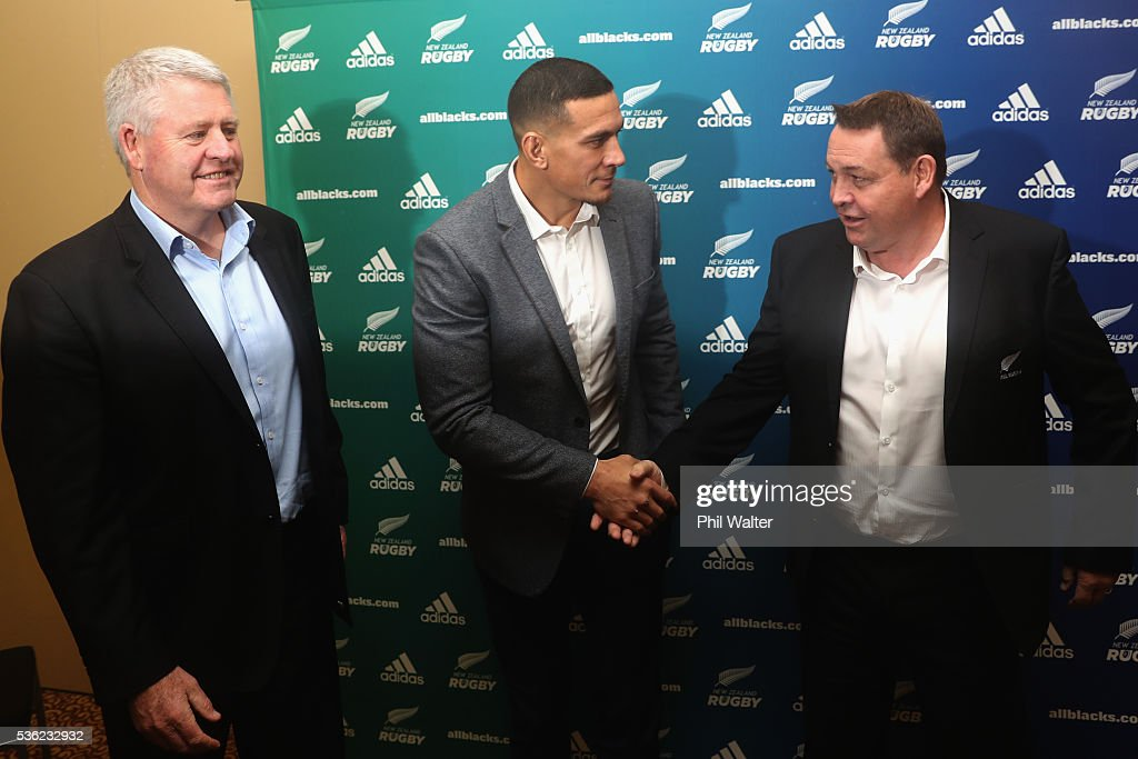Steve Tew, <a gi-track='captionPersonalityLinkClicked' href=/galleries/search?phrase=Sonny+Bill+Williams&family=editorial&specificpeople=204424 ng-click='$event.stopPropagation()'>Sonny Bill Williams</a> and All Black coach <a gi-track='captionPersonalityLinkClicked' href=/galleries/search?phrase=Steve+Hansen&family=editorial&specificpeople=228915 ng-click='$event.stopPropagation()'>Steve Hansen</a> shake hands following a press conference at the Heritage Hotel on June 1, 2016 in Auckland, New Zealand. <a gi-track='captionPersonalityLinkClicked' href=/galleries/search?phrase=Sonny+Bill+Williams&family=editorial&specificpeople=204424 ng-click='$event.stopPropagation()'>Sonny Bill Williams</a> announced today he has signed a three year contract with New Zealand Rugby.