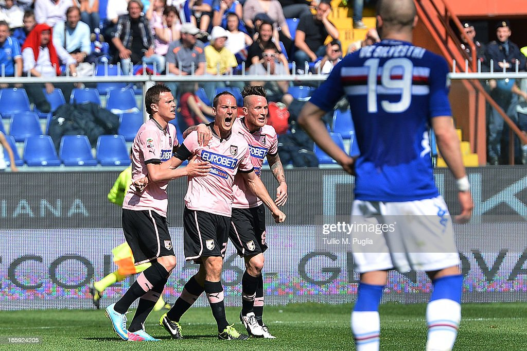 Steve Von Bergen (C) of Palermo celebrates with team mates after scoring the opening goal during the Serie A match between UC Sampdoria and US Citta di Palermo at Stadio Luigi Ferraris on April 7, 2013 in Genoa, Italy.