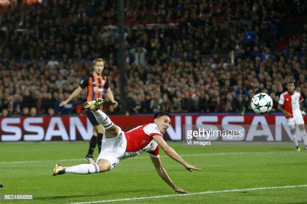 Steven Berghuis of Feyenoord Andriy Pyatov of FC Shakhtar Donesk during the UEFA Champions League group F match between Feyenoord Rotterdam and...