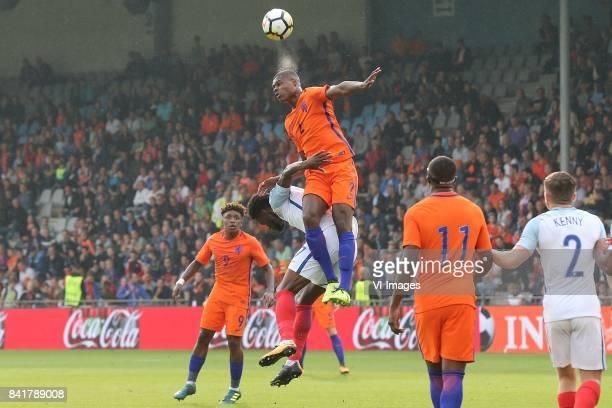 Steven Bergwijn of Holland U21 Josh Onomah of England U21 Denzel Dumfries of Holland U21 Gervane Kastaneer of Holland U21 Jonjoe Kenny of England U21...