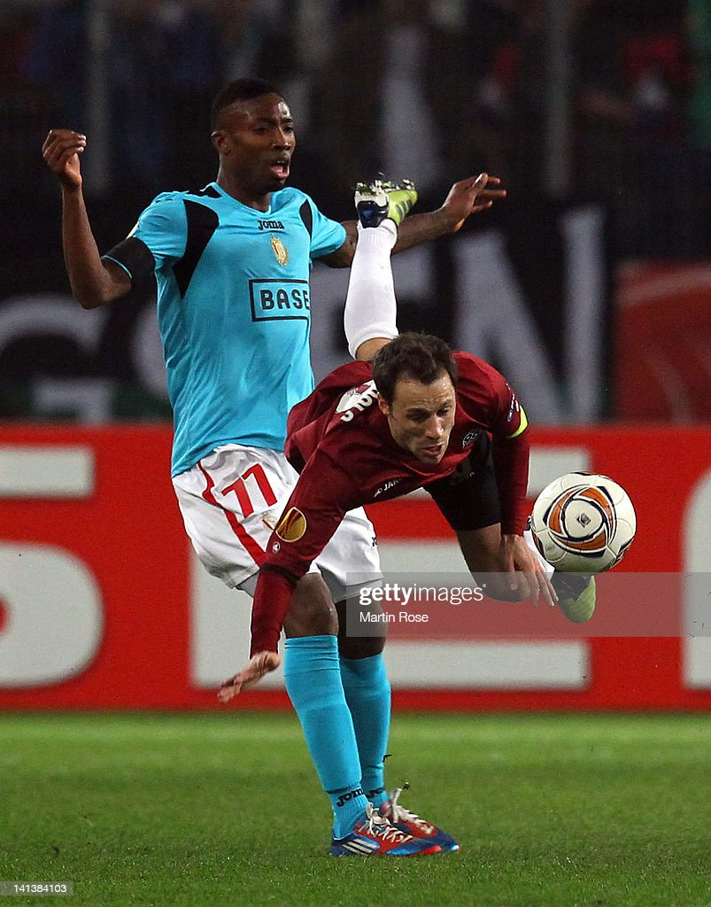 Steven Cherundolo of Hannover and Serge Gapke of Liege battle for the ball during the UEFA Europa League second leg round of 16 match between...