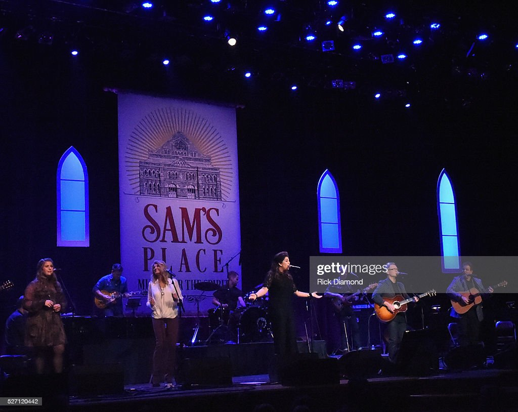 <a gi-track='captionPersonalityLinkClicked' href=/galleries/search?phrase=Steven+Curtis+Chapman&family=editorial&specificpeople=828220 ng-click='$event.stopPropagation()'>Steven Curtis Chapman</a> joins Hillary Scott & The Scott Family