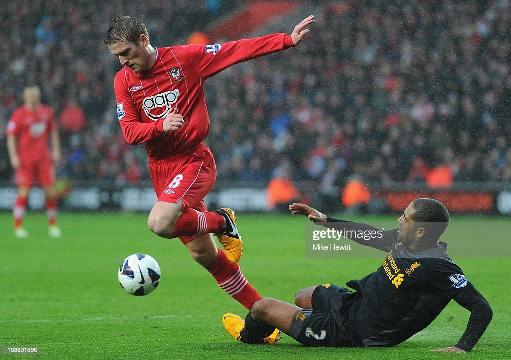 Steven Davies of Southampton is challenged by <a gi-track='captionPersonalityLinkClicked' href=/galleries/search?phrase=Glen+Johnson&family=editorial&specificpeople=209192 ng-click='$event.stopPropagation()'>Glen Johnson</a> of Liverpool during the Barclays Premier League match between Southampton and Liverpool at St Mary's Stadium on March 16, 2013 in Southampton, England.