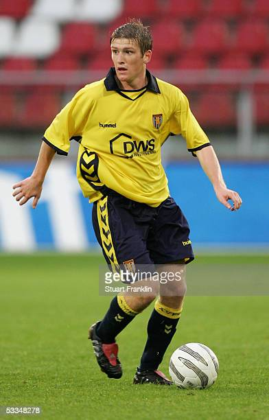 Steven Davis of Aston Villa in action during the friendly match between FC Utrecht and Aston Villa on July 27 2005 held at the Galgenwaard Stadium...