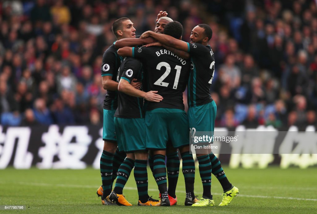 Steven Davis of Southampton celebrates scoring his sides first goal with his Southampton team mates during the Premier League match between Crystal Palace and Southampton at Selhurst Park on September 16, 2017 in London, England.