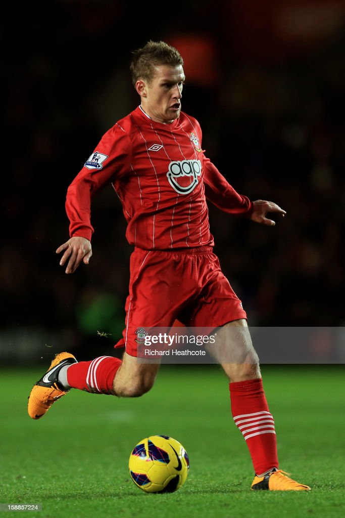 Steven Davis of Southampton controls the ball during the Barclays Premier league match between Southampton and Arsenal at St Mary's Stadium on January 1, 2013 in Southampton, England.