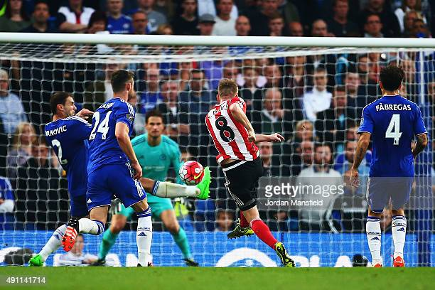 Steven Davis of Southampton scores his team's first goal during the Barclays Premier League match between Chelsea and Southampton at Stamford Bridge...