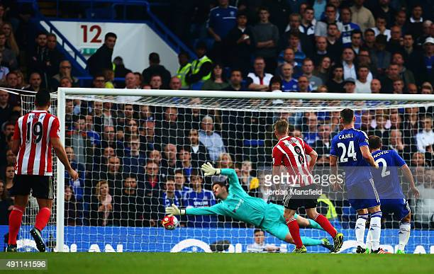 Steven Davis of Southampton scores his team's first goal past Asmir Begovic of Chelsea during the Barclays Premier League match between Chelsea and...