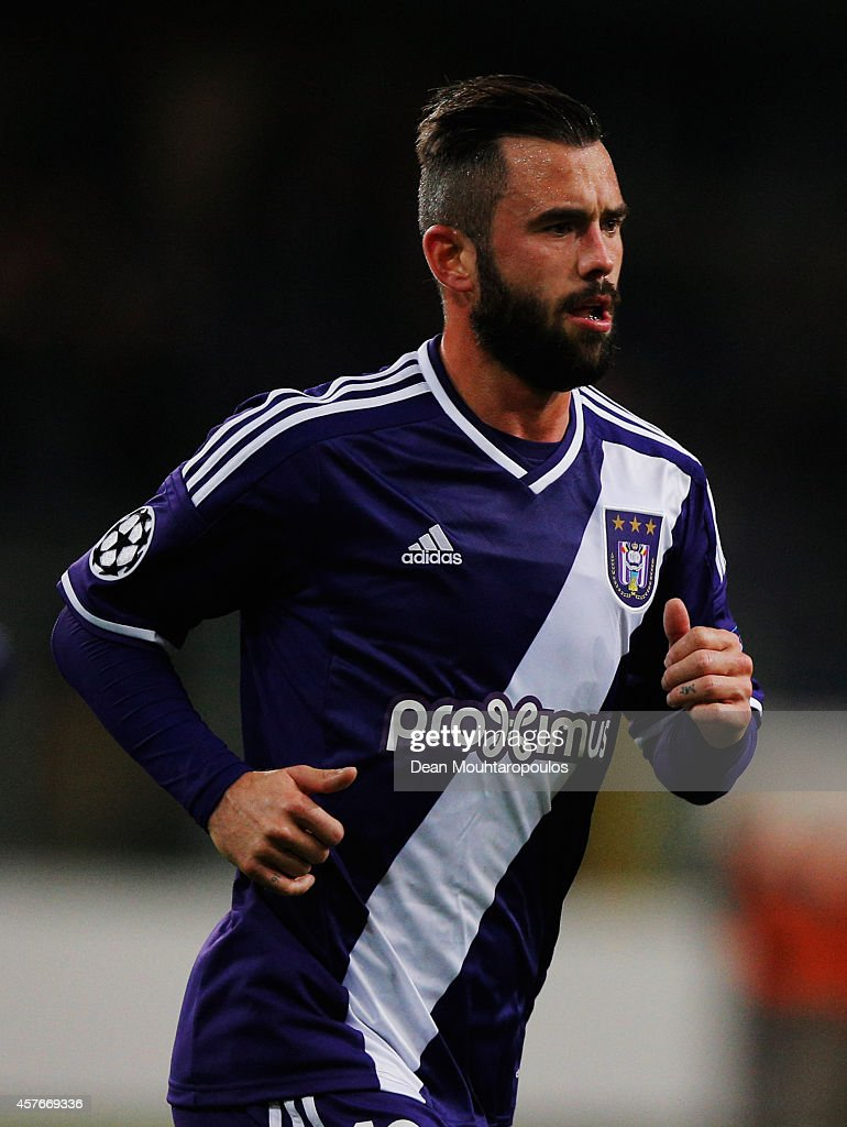 <a gi-track='captionPersonalityLinkClicked' href=/galleries/search?phrase=Steven+Defour&family=editorial&specificpeople=5733692 ng-click='$event.stopPropagation()'>Steven Defour</a> of Anderlecht in action during the UEFA Champions League Group D match between RSC Anderlecht and Arsenal at Constant Vanden Stock Stadium on October 22, 2014 in Brussels, Belgium.