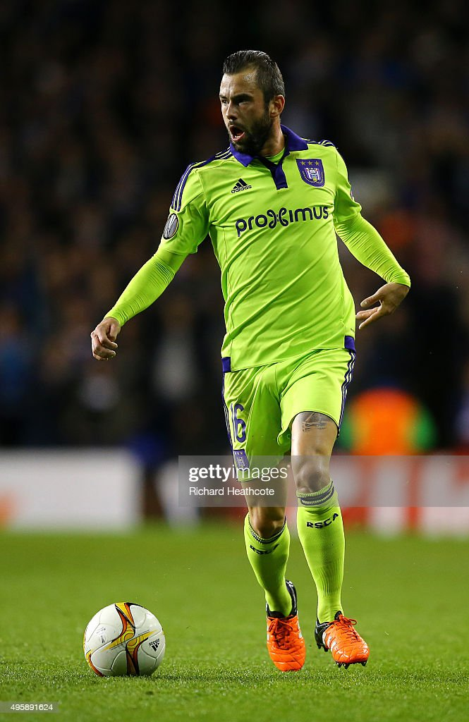 <a gi-track='captionPersonalityLinkClicked' href=/galleries/search?phrase=Steven+Defour&family=editorial&specificpeople=5733692 ng-click='$event.stopPropagation()'>Steven Defour</a> of Anderlecht in action during the UEFA Europa League Group J match between Tottenham Hotspur and RSC Anderlecht on November 5, 2015 in London, United Kingdom.