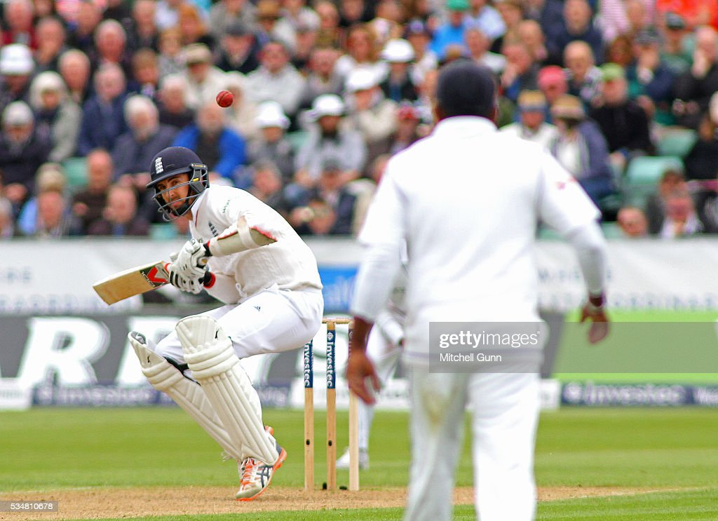 <a gi-track='captionPersonalityLinkClicked' href=/galleries/search?phrase=Steven+Finn+-+Cricketspelare&family=editorial&specificpeople=7843917 ng-click='$event.stopPropagation()'>Steven Finn</a> of England ducks under a bouncer during day two of the 2nd Investec Test match between England and Sri Lanka at Emirates Durham ICG on May 28, 2016 in Chester-le-Street, United Kingdom. (Photo by Mitchell Gunn/Getty Images)2