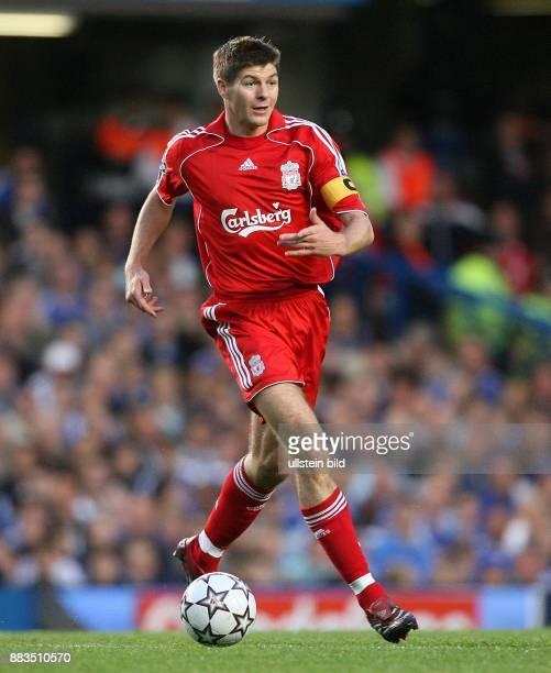 Steven Gerrard Mittelfeldspieler Mannschaftskapitaen FC Liverpool GB GesperrtfürItalien NotavailableforItaly