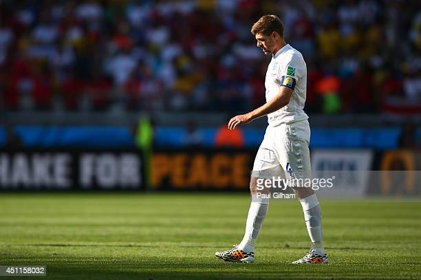 Steven Gerrard of England looks on after a 00 draw during the 2014 FIFA World Cup Brazil Group D match between Costa Rica and England at Estadio...