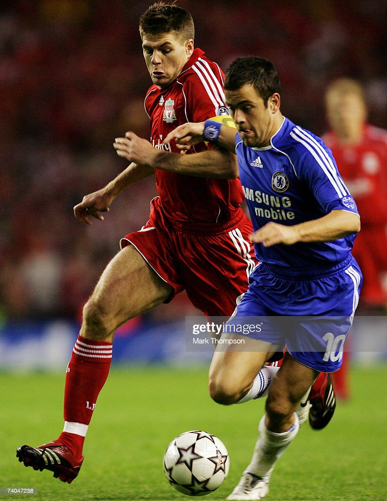 Steven Gerrard (L) of Liverpool battles with Joe Cole (R) of Chelsea during the UEFA Champions League semi final second leg match between Liverpool and Chelsea at Anfield on May 1, 2007 in Liverpool, England.