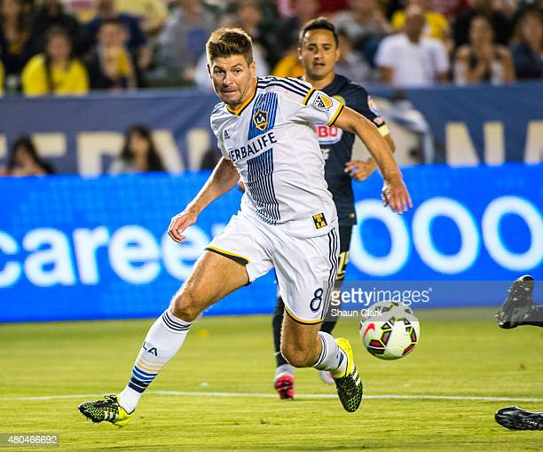 Steven Gerrard of Los Angeles Galaxy races in on goal during the International Champions Cup 2015 match between Club America and Los Angeles Galaxy...