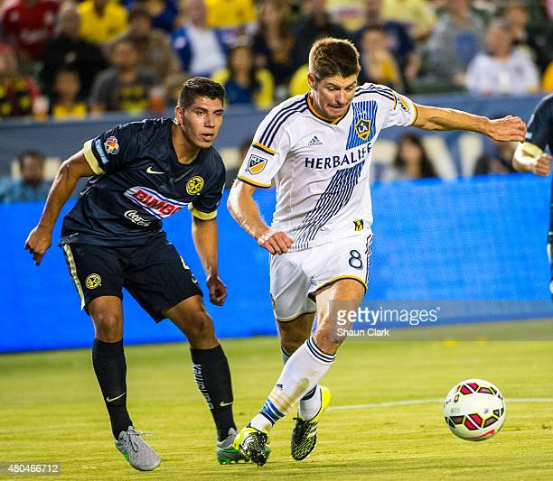 Steven Gerrard of Los Angeles Galaxy takes a shot on goal during the International Champions Cup 2015 match between Club America and Los Angeles...