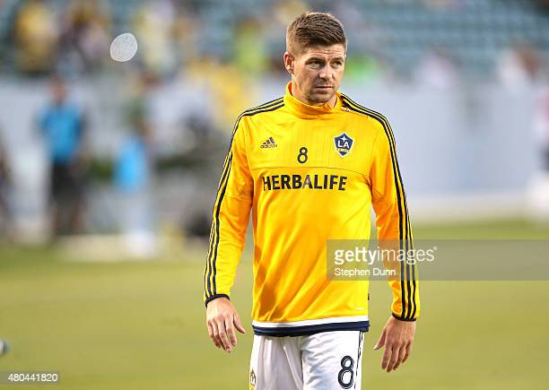 Steven Gerrard of the Los Angeles Galaxy warms up before the match with Club America in the International Champions Cup 2015 at StubHub Center on...