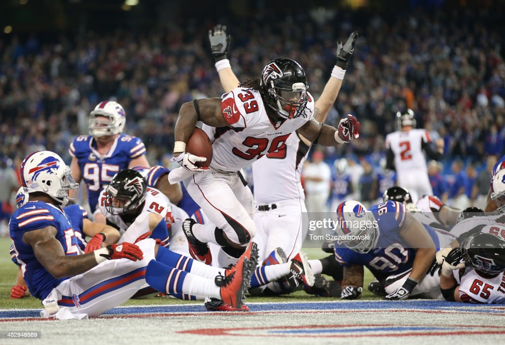 Steven Jackson of the Atlanta Falcons runs into the end zone for a touchdown to tie the game late in the fourth quarter during an NFL game against...