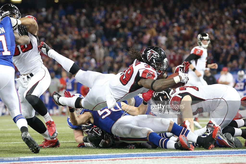 Steven Jackson of the Atlanta Falcons scores a touchdown late in the fourth quarter to tie the game during an NFL game against the Buffalo Bills at...