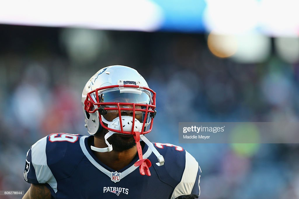 Steven Jackson of the New England Patriots warms up prior to the AFC Divisional Playoff Game against the Kansas City Chiefs at Gillette Stadium on...